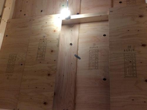 防音室の天井と照明
