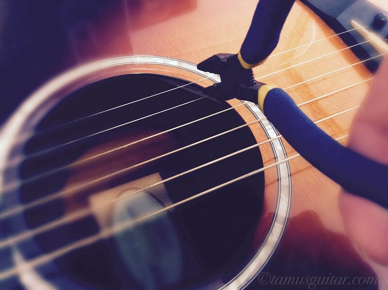 ギターの弦が切れるイメージ