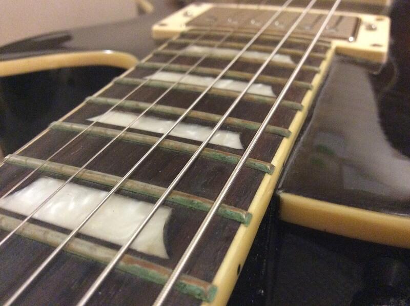 錆びたギターフレット