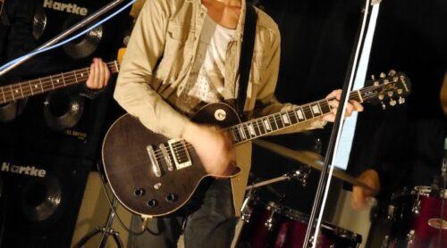 エレキギターでの室内ライブの様子