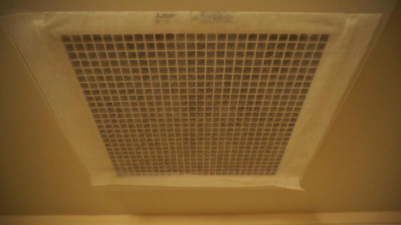 使用中の換気扇フィルター
