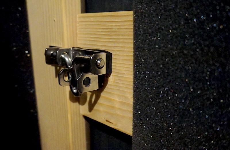 ラッチロックを取り付けた自作防音室ドア